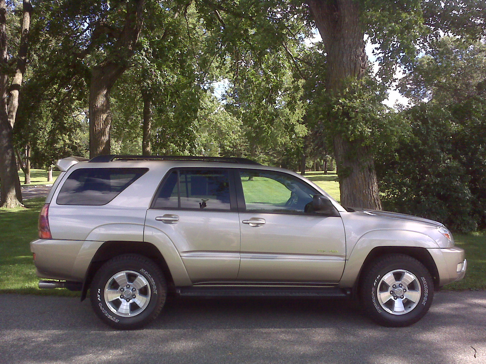 Photograph of a 2005 V6 Toyota 4Runner taken on 16 August 2010